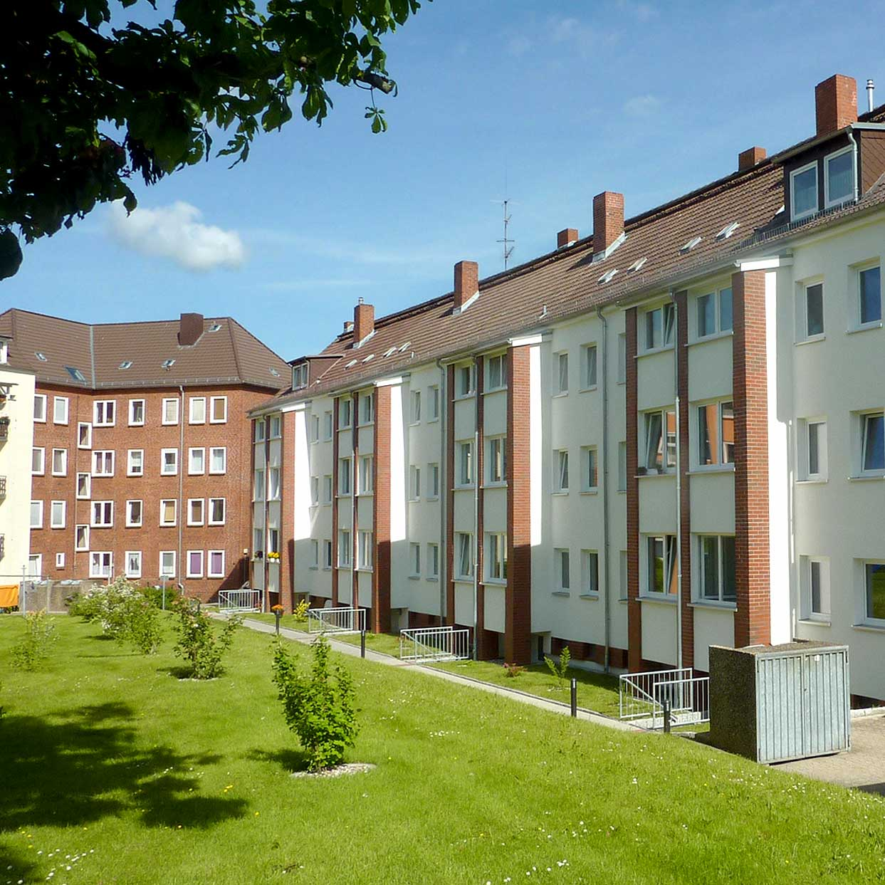 Energetisch saniertes Haus der Baugenossenschaft Kiel Hassee eG ind der Gärtnerstraße, Hofansicht